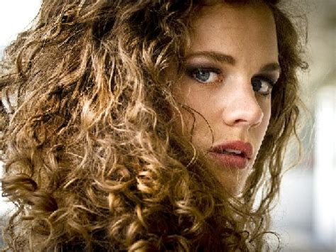 Shakira Bob Haircut – Shakira Nude Lipstick   Shakira Beauty Looks   StyleBistro