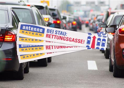 Bei Stau Rettungsgasse Bilden Aufkleber Kostenlos by Antenne Bayern Rettungsgassen Aufkleber Gratis In Allen