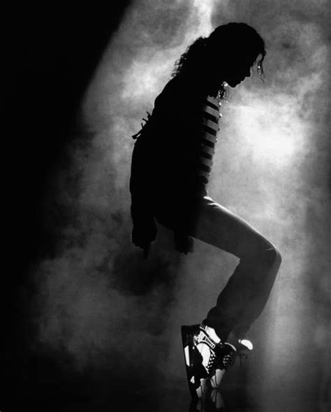 Pics Of Michael Jackson Posing With Half by Pose On Toes Mj Photo By Emilyyoung524 Photobucket