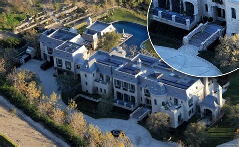 tom brady s new house brady bundchen mansion has a moat ny daily news