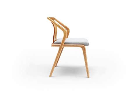 chaise designer chaise design en bois et coussin gris dewarens