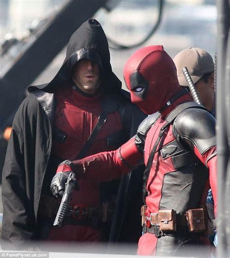 Topeng Deadpool Mask Dead Pool Antihero Xmen X 1 lets his stunt do the work on