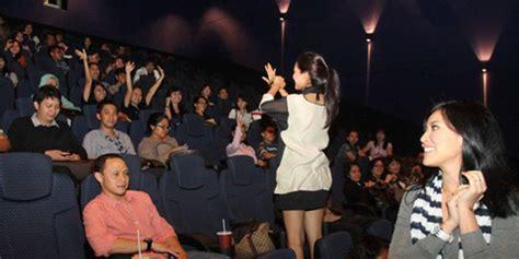 Film Seru Luar   kapanlagi com awi suryadi nobar simfoni luar biasa