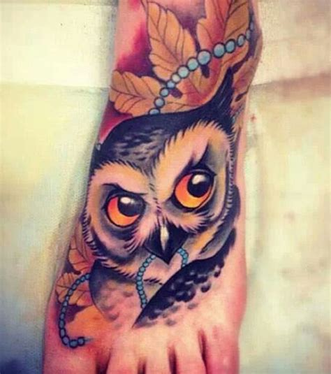 tattoo old school hibou signification photo tattoo new school sur le pied une chouette aux