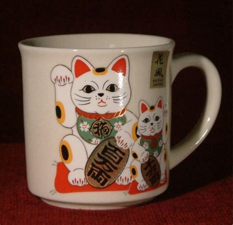 Japanese Maneki Neko lucky cat cream crackle glaze China