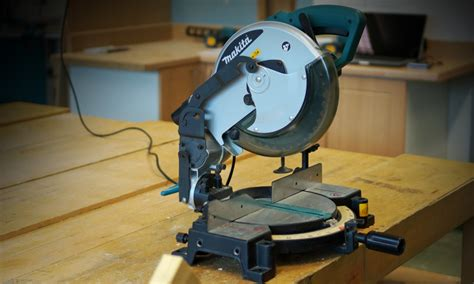 Rotor Bor Makita makita mls100 compound mitre saw tested and reviewed by toolstop