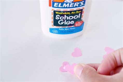 How To Make Glue For Paper - 5 minute diy how to make earrings from paper