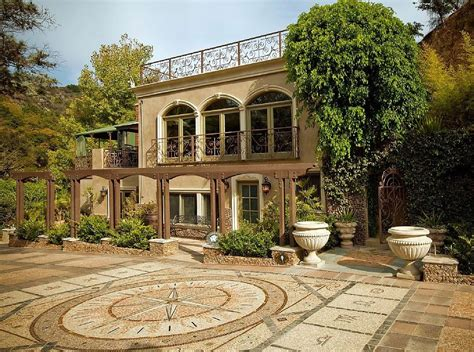 houdini estate take a celebrity vacation by renting these legends homes