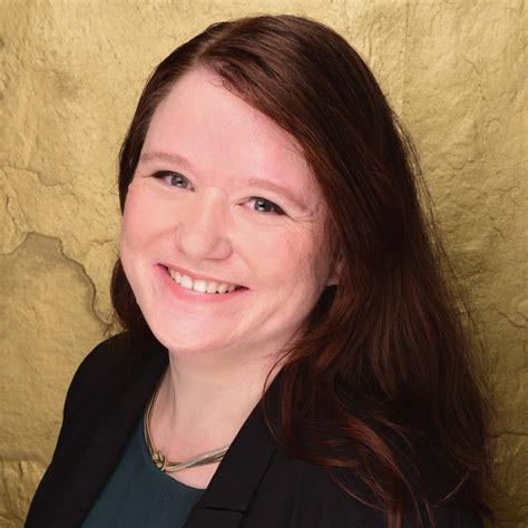 Janina F Keng舩 Janina Eilhardt Sachbearbeiterin Administration Star