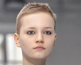 coupe de cheveux court femme ovale