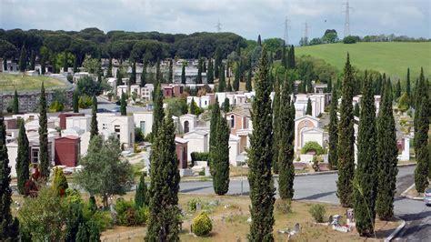 cimitero di prima porta roma prima porta viaggio nel pi 249 grande cimitero d italia
