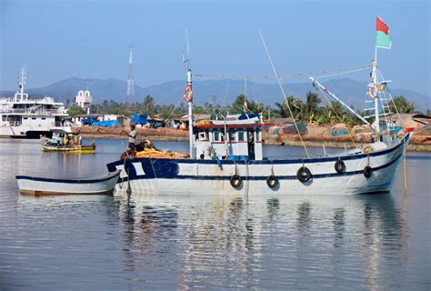 india fishing boat for sale file india fishing boat 7179 jpg wikimedia commons