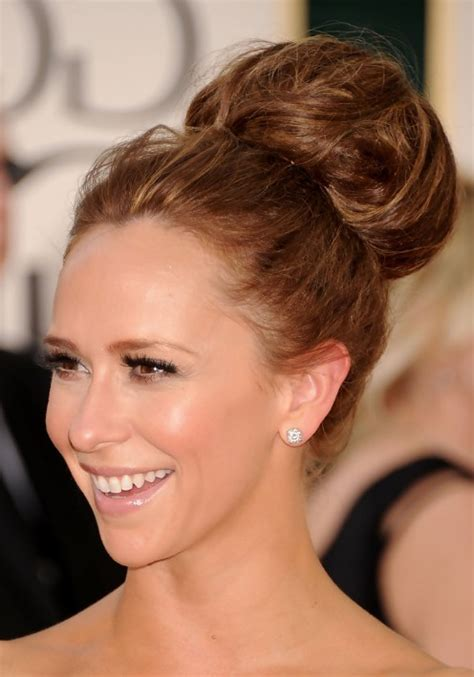 jennifer love hewitt haircut 2015 classic full volume high bun updo jennifer love hewitt