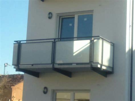 ringhiera metallica ringhiere balconi con telaio in ferro e pannelli in vetro
