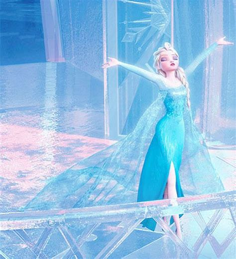 2013 film queen who sings let it go i love queen elsa s dress got watch this movie queen