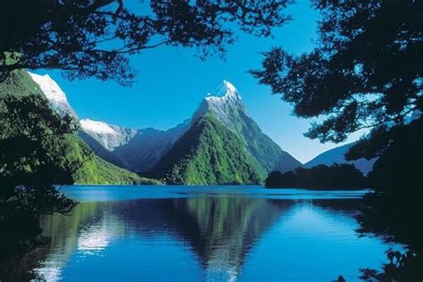 fjord in new zealand the milford sound fjord new zealand i want to go to