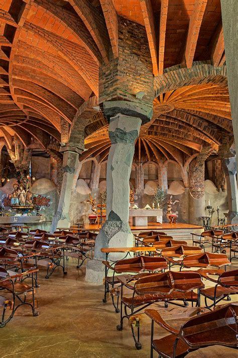 david cardelus photographs gaudi crypt  barcelona