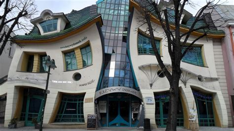 crooked houses krzywy domek the crooked house sopot poland travelmint com