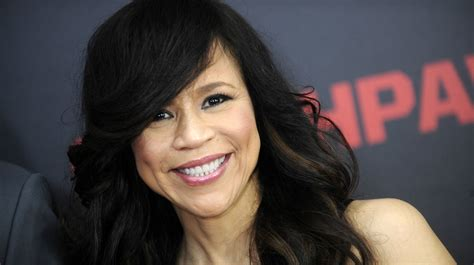 why does rosi on the view wear a wig rosie perez walked off the view for one stunning reason