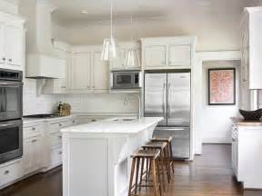 White Kitchen Island by Stunning White Kitchen Design With Creamy White Shaker
