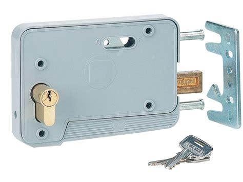 serrure porte garage coulissante serrure choisir le bon mod 232 le adapt 233 224 votre porte