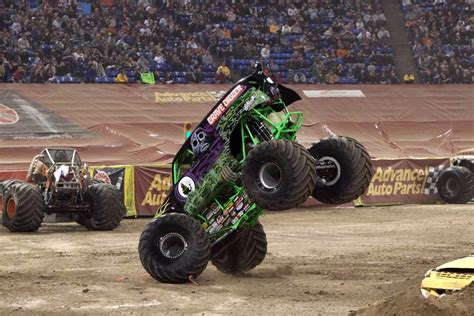 trucks grave digger crashes trucks grave digger crashes pixshark com
