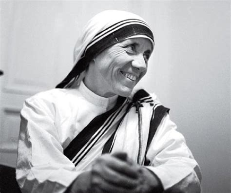 biography about a mother childhood pictures mother teresa mini biography and