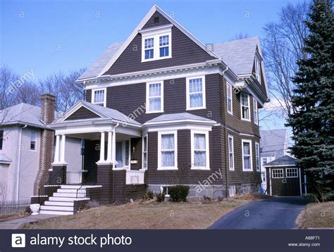three stories house a single family three story house with a driveway and