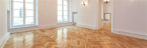 Holzboden Pflegen Lackiertes Parkett Pflegen Und Reinigen Parkett Direkt Parkett Direkt