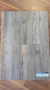 what color should walls be painted to match harbor oak