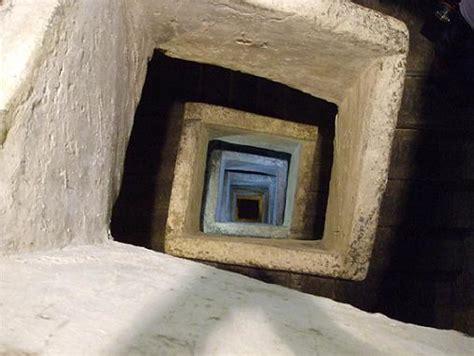 ingresso napoli sotterranea file napoli sotterranea ingresso jpg wikimedia commons