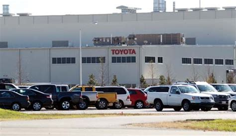 Blue Springs Ms Toyota In Tough Economy Toyota Plant Brings Us Chief Engineer