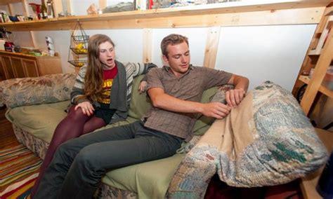 college students find money in couch langkah tepat pembawa berkat kisah sukses dan inspirasi