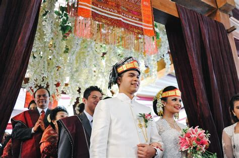 wedding indonesia weddings in indonesia a guide to customs and etiquette at