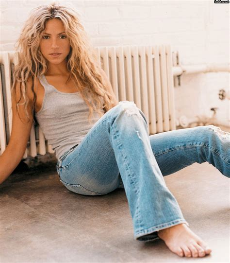women with lovely hips shakira legs feet and those lovely hips photos sexy