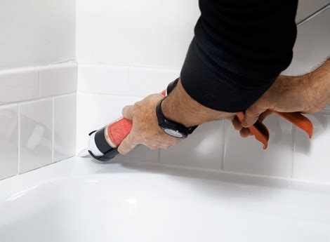 how to apply bathtub caulk how to caulk your bathtub neatly diy home