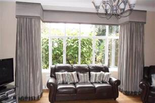 How To Dress Windows How To Dress A Square Bay Window With Blinds And Curtains