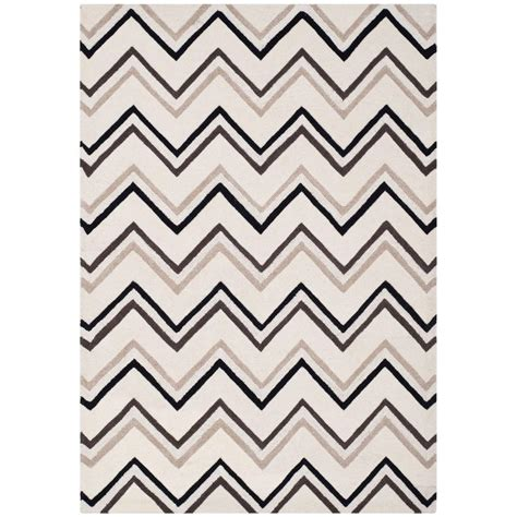 Safavieh Carpets Inc Safavieh Cambridge Ivory Black 5 Ft X 8 Ft Area Rug