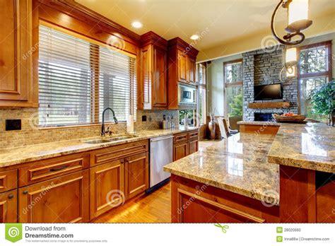 Nice Kitchen Islands cozinha de madeira luxuosa com bancada do granito foto de
