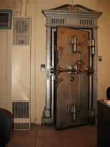 bank vault door in a jewellery shop in flagstaff