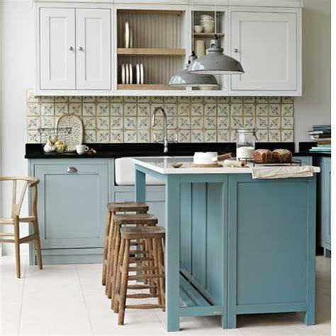 bloombety essential free standing kitchen island free m 246 nstrat kakel 228 r fint i vitt k 246 k ger lantligt intryck
