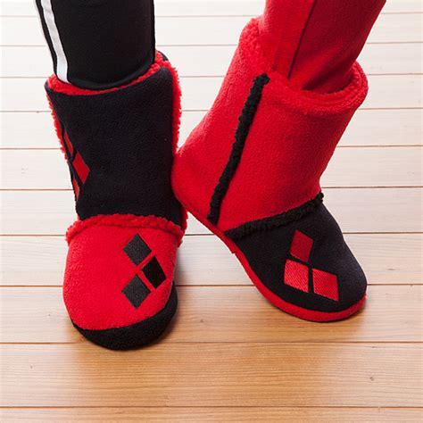 harley quinn slippers harley quinn boot slippers thinkgeek