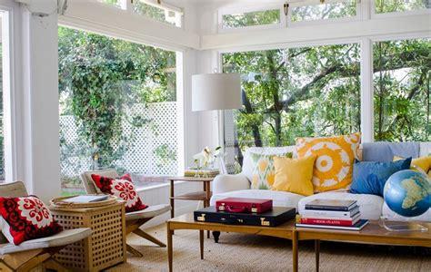 soggiorno colorato come arredare un soggiorno con mobili e decorazioni colorate
