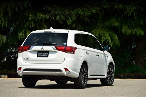 mitsubishi outlander phev 2016 mitsubishi outlander phev review caradvice