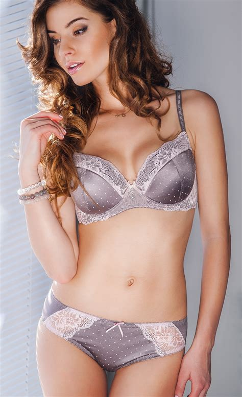 Breast Up lacy hint bra size 32dd and push up bra necessity at