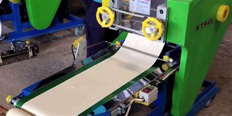 membuat mie keriting mesin ini bisa membuat mie keriting dan lurus sekaligus