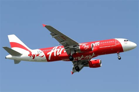 airasia big indonesia indonesia halts search for missing airasia plane as night