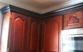 How To Cut Crown Molding For Kitchen Cabinets Cherry Cabinets Black Molding Black Crown Molding Kitchens Black Crown
