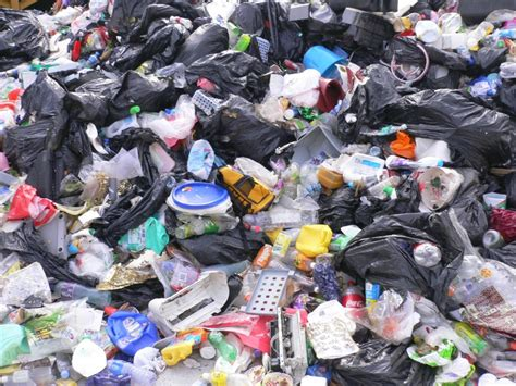 earth and environmental pollution plastic