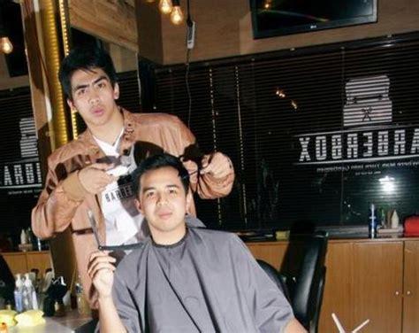 Potong Di Barberbox dari bisnis pangkas rambut pria emyranza sukses jadi